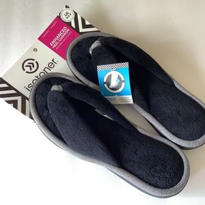 ISOTONER   NWT Cabanas Flip Flop Slipper Black